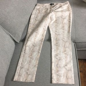 White and Black snake pattern  pants   NWT. 6R